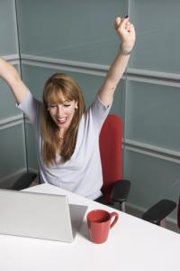 image femme adulte travail heureuse